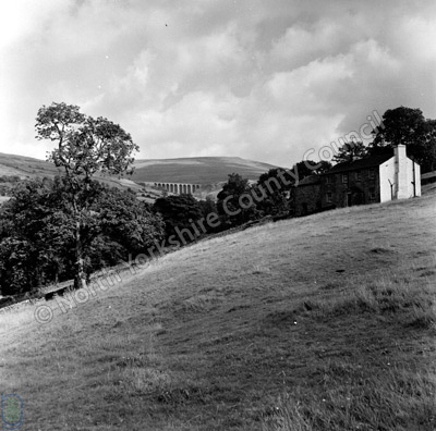 Arten Gill Viaduct and Wold Fell